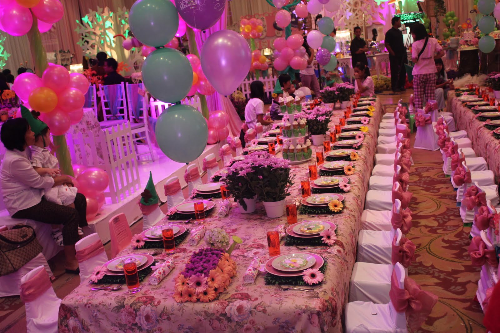 montreals year long birthday party - HD 1600×1067