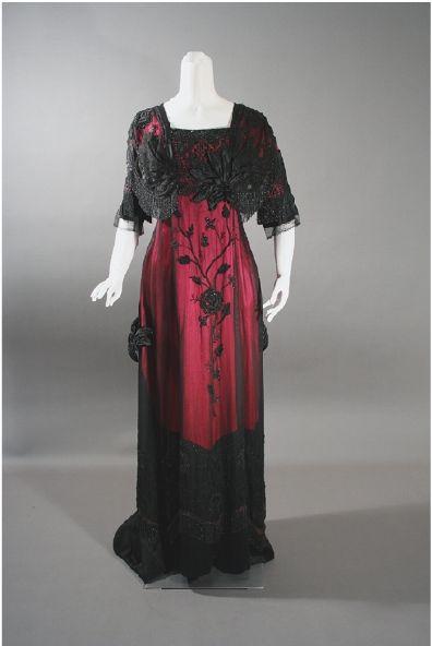 Vestido vermelho e preto de 1912 semelhante ao usado no filme Titanic pela Rose
