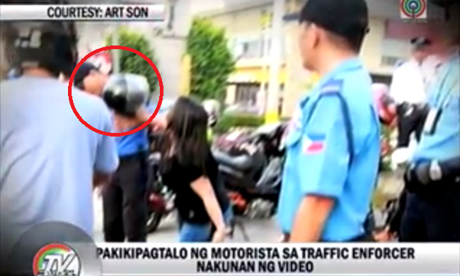 VIDEO: MMDA Traffic Enforcer Hit with Helmet by Motorist