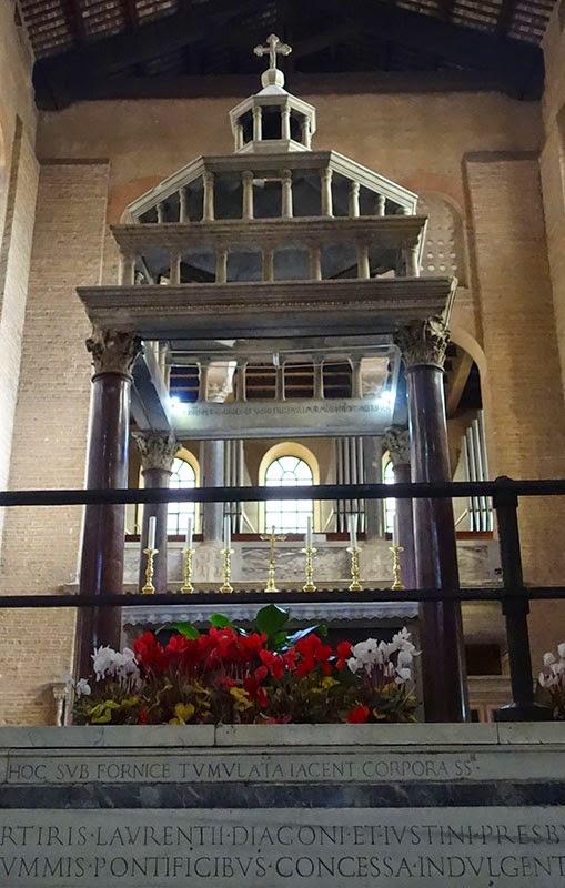 sao lourenco guia de roma ciborio2 - Basílica de São Lourenço Fora dos Muros