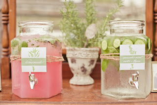 Mason Jars and Lemonade at Weddings