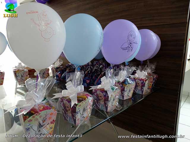 Enfeites de centro de mesas dos convidados para festa infantil