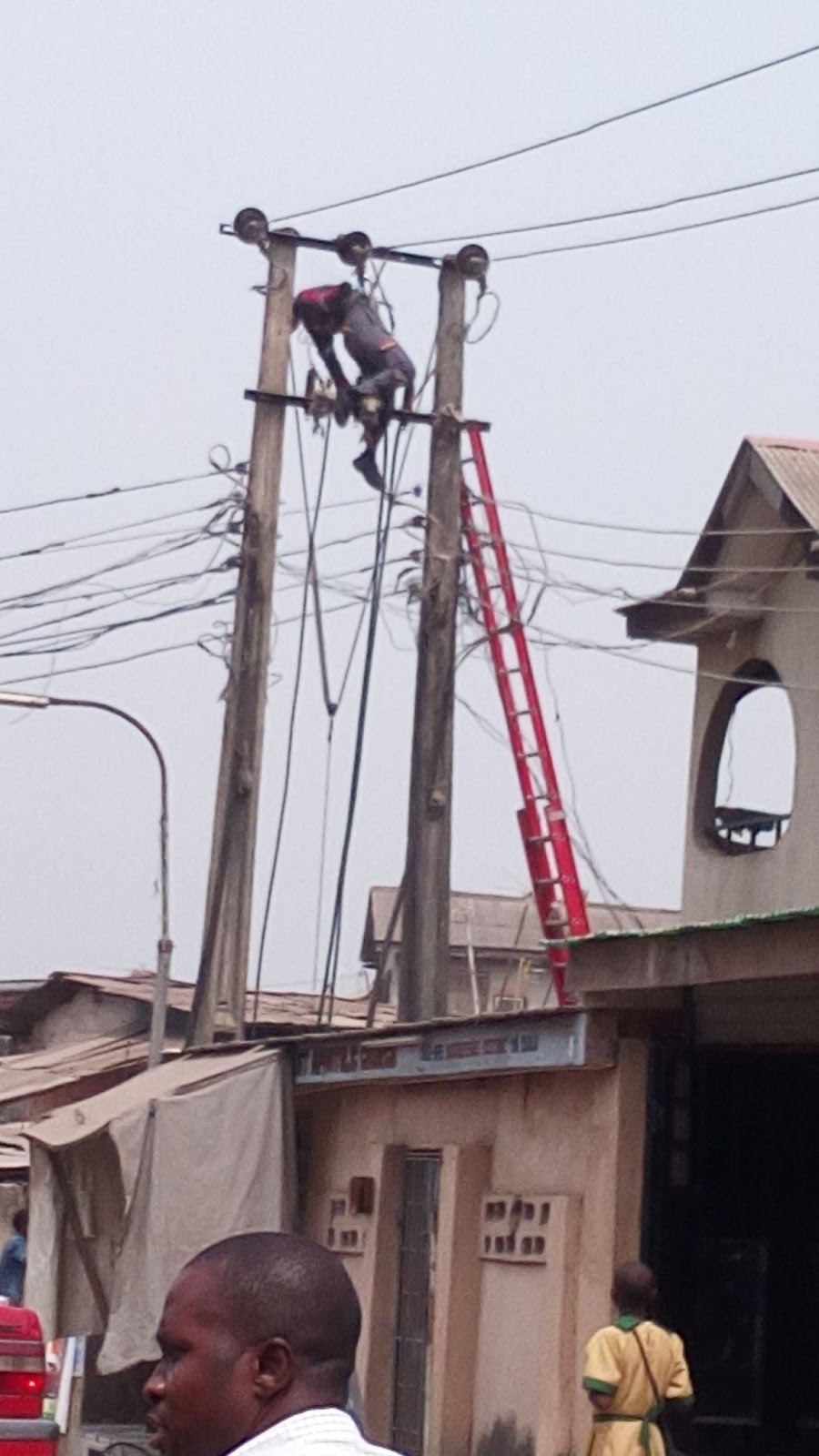 Photos: 3 PHCN Employees Electrocuted Today In Lagos
