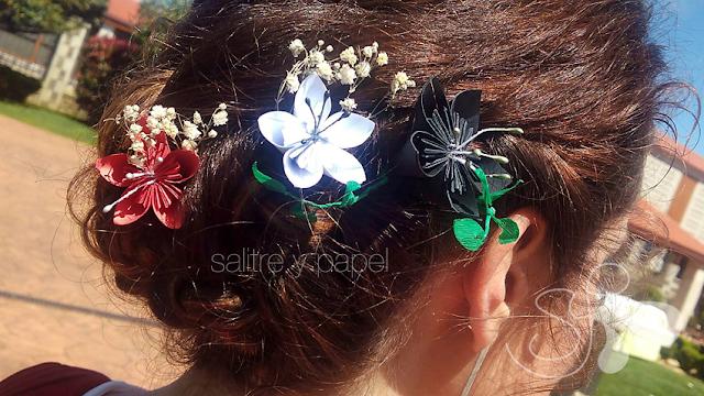 tocado flores de papel origami en el pelo