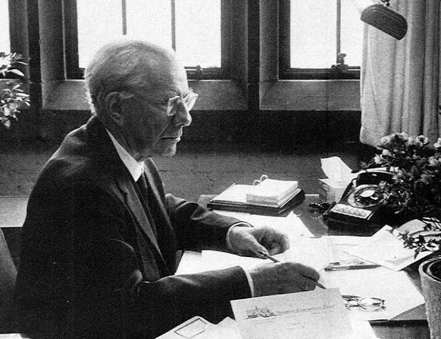 http://www.thefamouspeople.com/profiles/images/paul-tillich-4.jpg