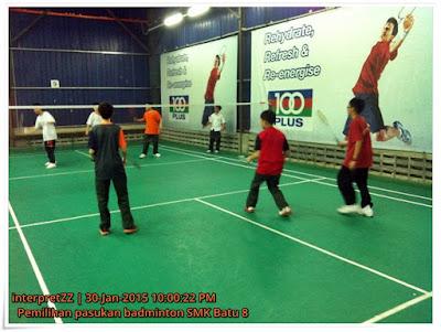 gambar pemilihan pemain badminton sekolah SMK Batu 8