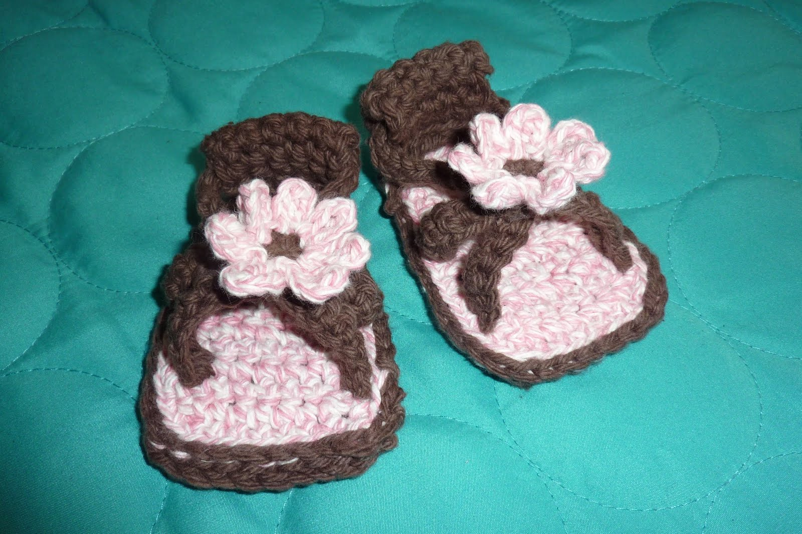 No time to be bored: Crochet Baby Sandals with Flower