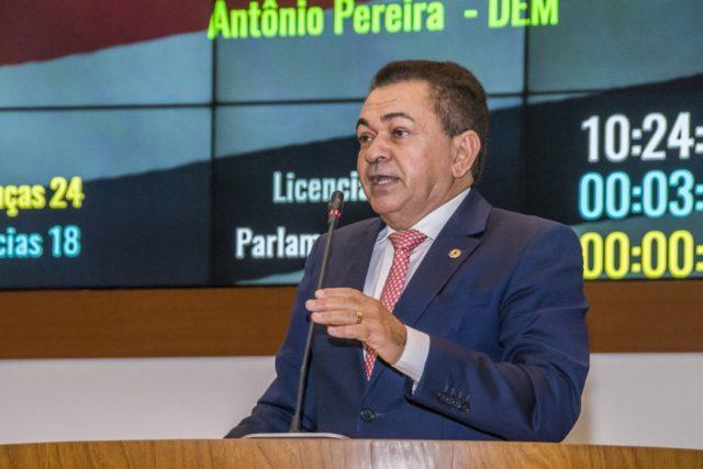 """Deputado Antônio Pereira """"O Internacional"""", depois de um longo e tenebroso inverno, ele reaparece, mais perdido que cachorro que cai da mudança!!!"""