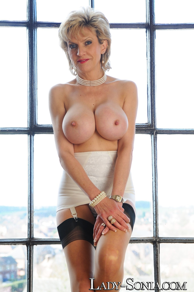 Free porn lady sonia breasts pics