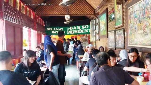 suasana warung bakso president malang nurul sufitri bloger traveling culinary