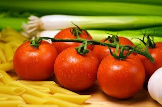 Czerwone pomidory, warzywa