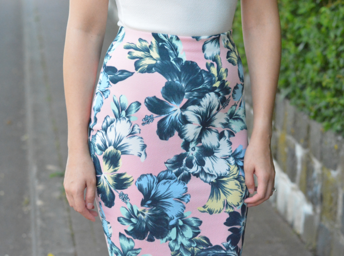 Boohoo Violet Scallop Edge Plunge Body, India Pastel Floral Midi Skirt, Tropcial Print, Scallop