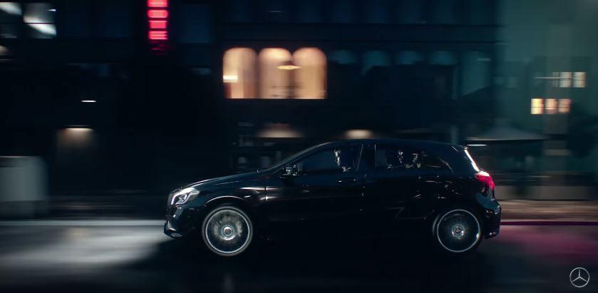 Canzone Mercedes-Benz Classe A pubblicità con ragazzo con maglia a righe - Musica spot Ottobre 2016