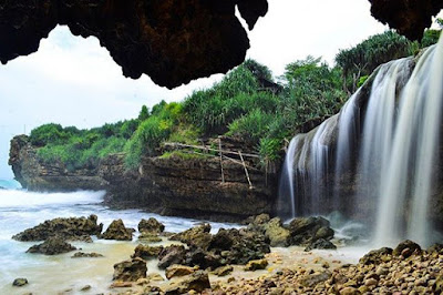 Enjoy The Combination Of Beach And Waterfall Jogan Gunung Kidul
