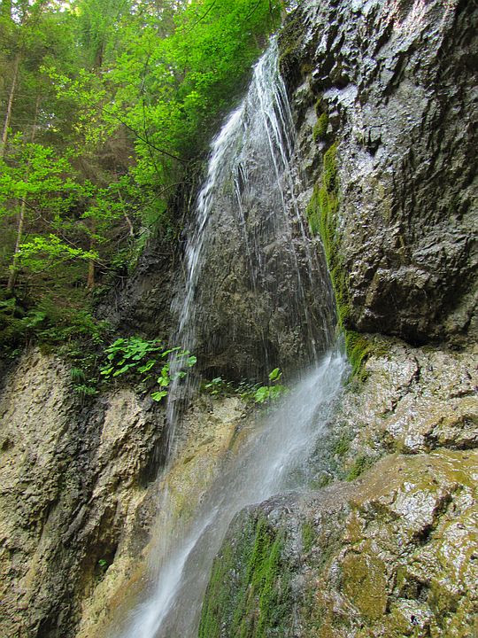 Wyżni Wodospad (słow. Vyšný vodopád).
