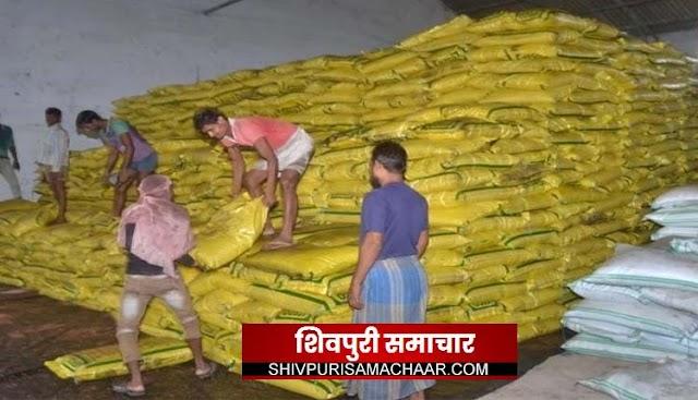 कृषि विभाग की मिली भगत: व्यापारी कर रहे है किसानों के खाद की कालाबाजारी | karera News