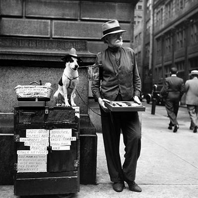 http://kvetchlandia.tumblr.com/post/157348841728/louis-stettner-street-salesman-philadelphia