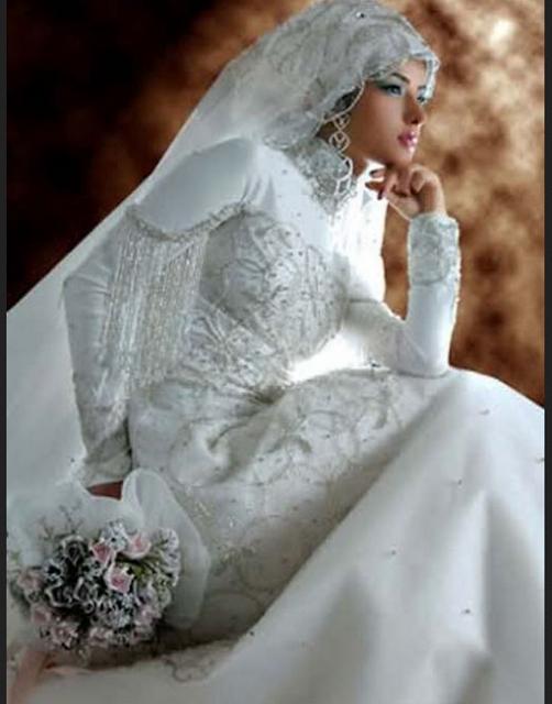 Gaun pengantin modern dengan aksen bordir