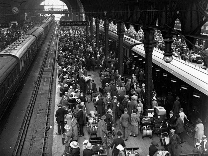 Glamorous train journey from past years: vintage photos