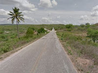 Pneu estoura e viatura da PM capota na Paraíba; três policiais e homem detido ficam feridos