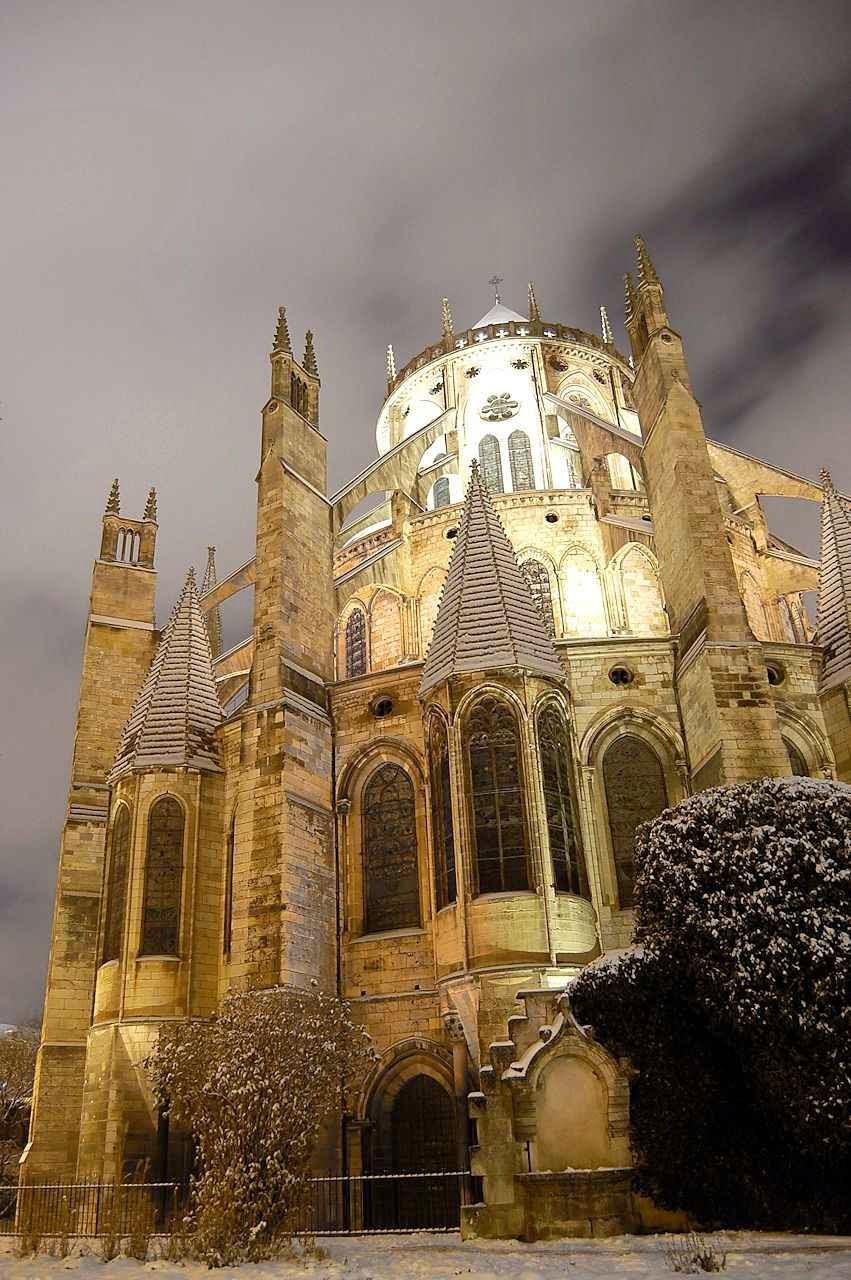 Bourges: a catedral de Santo Estêvão obra prima do gótico.