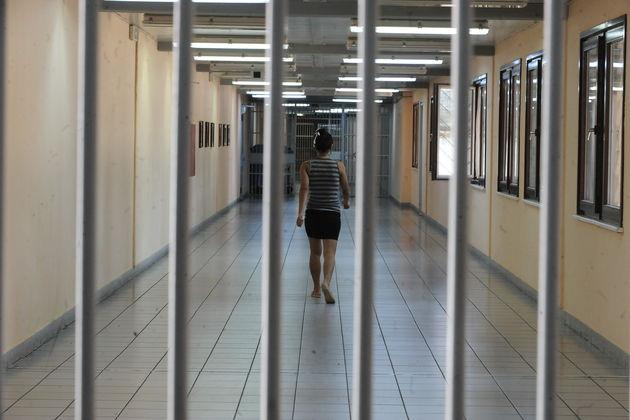 Ένταση και επεισόδια μετά την απόφαση του Εφετείου για Ηριάννα και Περικλή για παραμονή τους στην φυλακή..Η Ηριαννα κρίθηκε ένοχη για την συμμετοχή της στην τρομοκρατικη οργάνωση Συνωμοσία Πυρήνων της Φωτιάς.