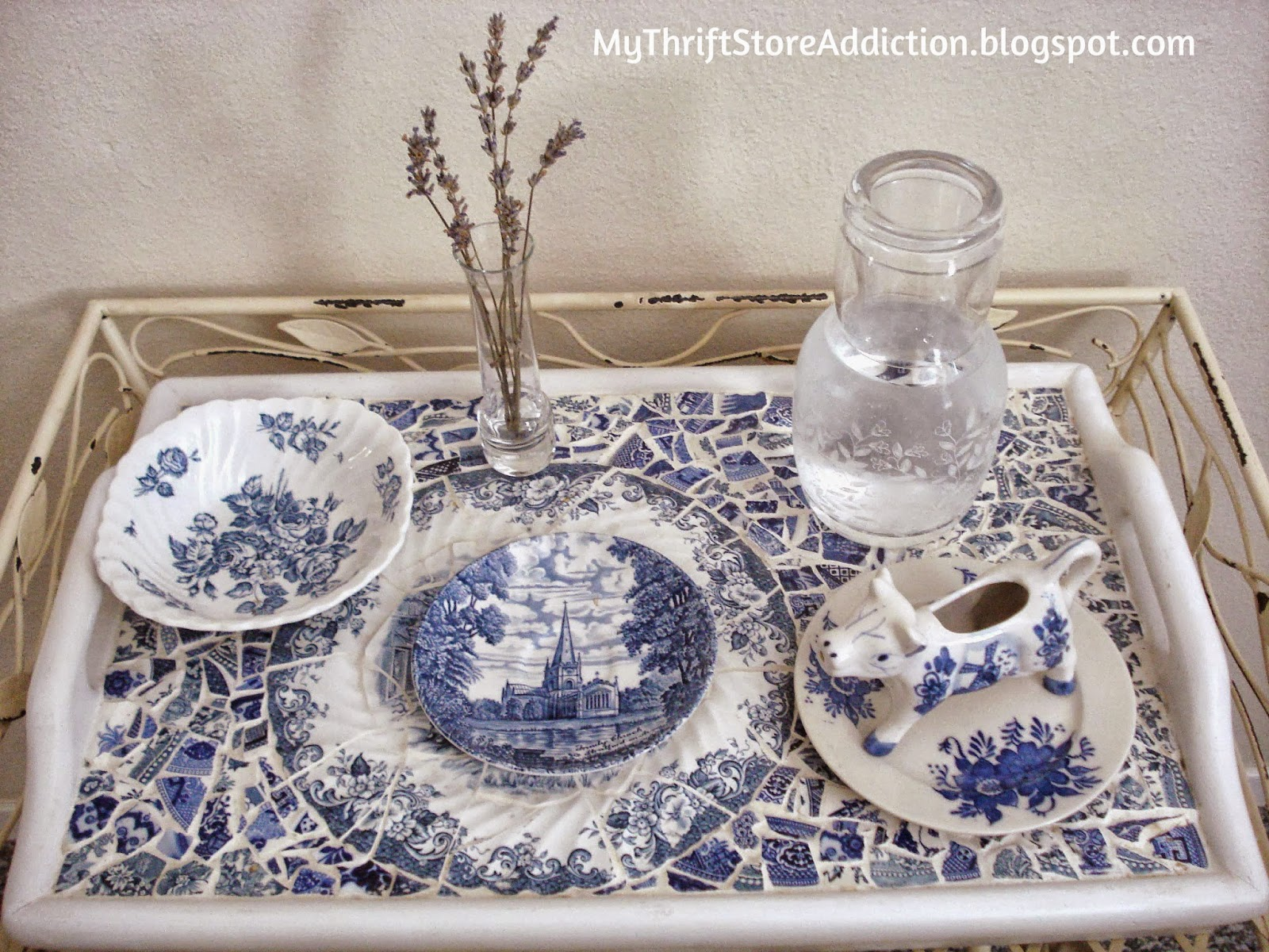 Warm and Cozy Guest Rooms  mythriftstoreaddiction.blogspot.com  Offer guests a breakfast tray complete with a water carafe
