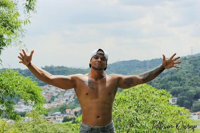 """Robson Durap lança o clipe """"Metamorfose"""" com participação de Dimas Foxx"""