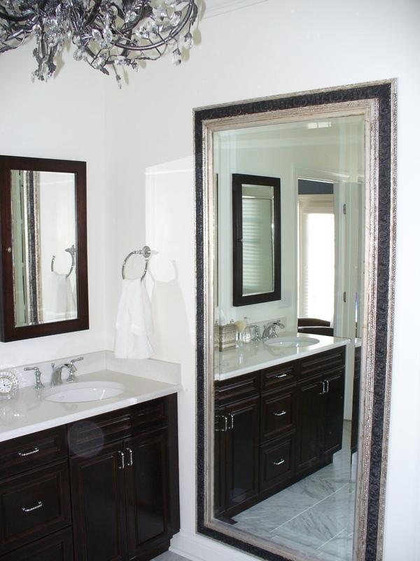 C mo decorar un ba o peque o para que se vea m s grande en for Disenos de espejos para habitacion