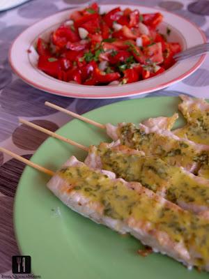 Peste la grill cu salsa de roșii