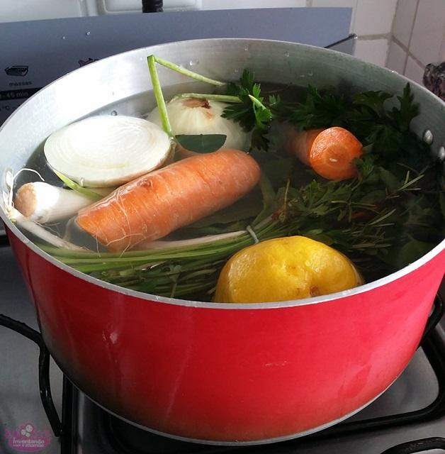 Caldo de legumes feito em casa