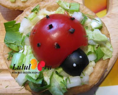 http://eda.parafraz.space/bozhi-korovki-iz-pomidorov-na-tartaletkah-s-syirom-i-chesnokom/