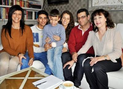 Foto de Adrián Martín Vega en su hogar