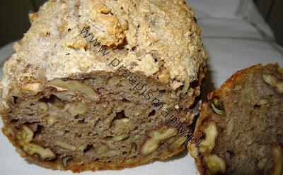 Chleb pełnoziarnisty z orzechami