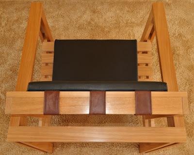 A Poltrona Pergolada vista de cima. Dimensões gerais: 72 cm de largura, 74 cm de profundidade e 78 cm de altura.