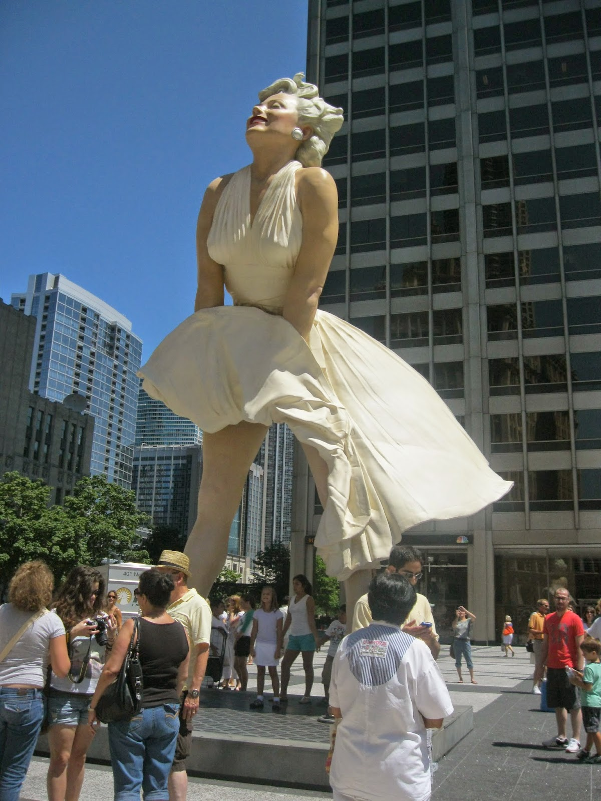 How Much Is A Mile >> Forever Marilyn Sculpture Marilyn Monroe Chicago