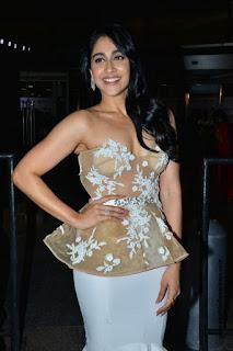 Regina Casandra at Jio Filmfare Awards South 2018 in a white skirt and Sheer Peplum Corset Stunning Beauty