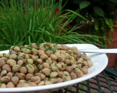 Fresh Crowder Peas ♥ AVeggieVenture.com, fresh crowder peas in a simple vinaigrette. Vegan. WW1.