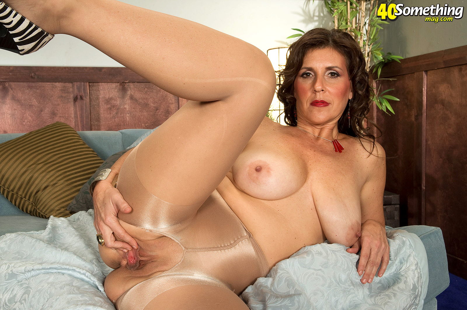 Fabulous big tit milf webcam 8