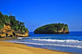 Pantai Bajul Mati, Si Pantai Super Eksotis di Malang.