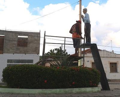 Resultado de imagem para foto da estatua monsenhor expedito