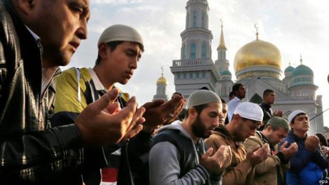 Bacaan Doa Qunut Shubuh dan Artinya Lengkap dalam Bahasa Arab dan Latin