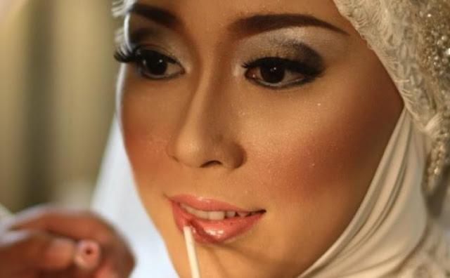 Pesan Untuk Para Istri yang Masih Gemar Make Up Tebal Saat Keluar Rumah