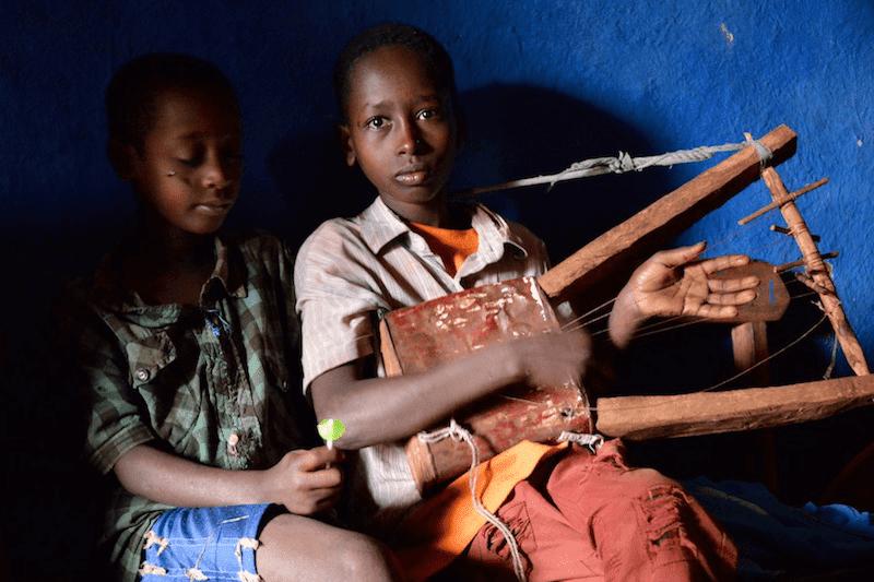 Homemade Music, Wollaita, Ethiopia (15022080727)
