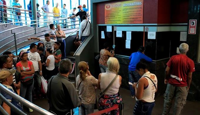 Tras reelección de Maduro, venezolanos compran pasajes para migrar a Perú