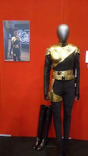 マイケル・バーナムの鏡像世界衣装の写真