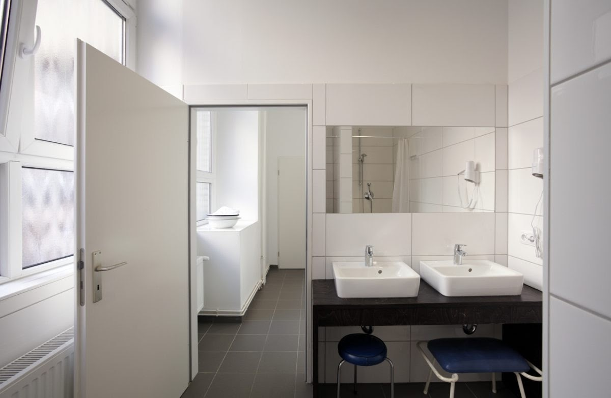 15-Bathrooms-Architecture-with-the-Hütten-Palast-Berlin-Caravan-Hotel-www-designstack-co