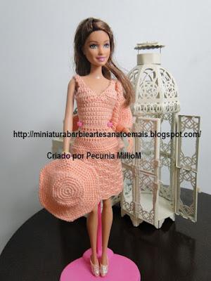 Vestido, casaco e sapatos de Crochê Para a Barbie Criada Por Pecunia MillioM