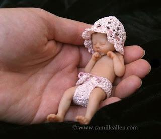 Simpáticos bebes miniatura.