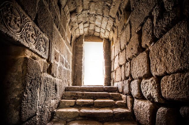 Entrada al Aljibe de la Alcazaba de Mérida :: Canon EOS5D MkIII | ISO800 | Canon 17-40@17mm | f/4.0 | 1/60s